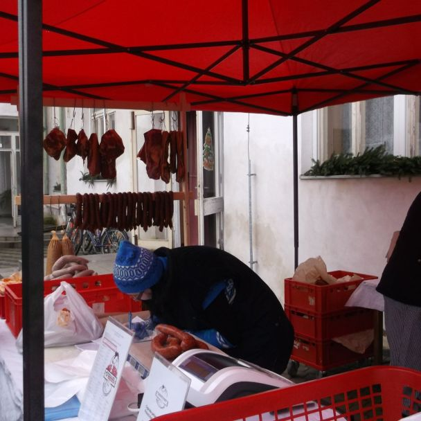 Vianočné trhy a obecná zabíjačka